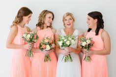 J'adore these peach pleated bridesmaids' dresses!