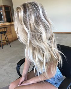 Summer Blonde Hair, Blonde Hair With Roots, White Blonde Hair, Blonde Hair Shades, Blonde Hair Looks, Blonde Hair With Highlights, Balayage Hair Blonde, Hair Color For Black Hair, Beachy Blonde Hair