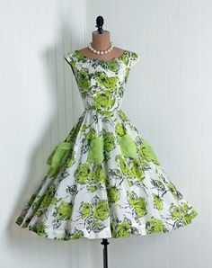 Vintage Green-Roses Watercolor Floral-Garden Print Chiffon-Couture Sculpted Scoopneck Nipped-Waist Sleeveless Rockabilly Ballerina-Cupcake Princess Ribbon-Weave Full Circle-Skirt Bombshell Back-Bow Wedding Formal Cocktail Party Dress Fashion Moda, 50 Fashion, Retro Fashion, Fashion Dresses, Vintage Fashion, Club Fashion, Golf Fashion, Vestidos Vintage, Vintage Dresses