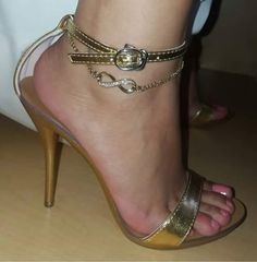 Sexy Legs And Heels, Hot Heels, Sexy Sandals, Strappy Heels, Orange Toe Nails, Ankle Chain, Gorgeous Heels, Sexy Toes, Women's Feet