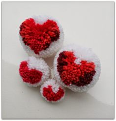 Pom poms with hearts Pom Pom Crafts, Projects For Kids, Raspberry, Felt, Crafty, Crochet, Hearts, Ideas, Pom Poms