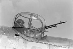 Bristol Blenheim, Man Pose, Lieutenant General, Battle Of Britain, Ww2 Aircraft, Isle Of Wight, Helmets, World War Ii, Aviation