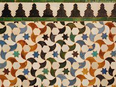 Azulejos en el Patio de los Arrayanes de la Alhambra