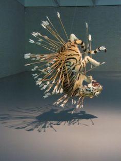 Tiger with Arrows - por Cai Guo Qiang.