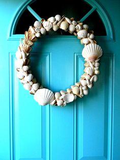Seashell Wreath on the Turquoise Beach House Door Seashell Wreath, Seashell Crafts, Ocean Crafts, Beach Crafts, Ideias Diy, Shell Art, Beach Cottages, Beach Houses, Beach Themes