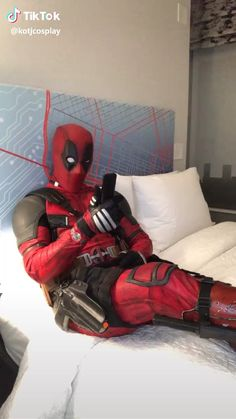 Cute Deadpool, Deadpool X Spiderman, Deadpool Movie, Deadpool Humor, Deadpool Quotes, Deadpool Fan Art, Deadpool Tattoo, Deadpool Costume, Hilarious Memes