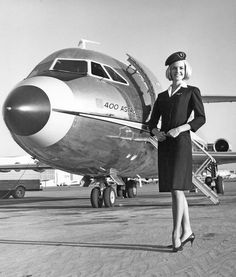 400 series operated by American Airlines introduced in the :) Airline Travel, Airline Flights, Air Travel, Airline Uniforms, Female Pilot, Passenger Aircraft, Air Festival, Cabin Crew, Flight Attendant
