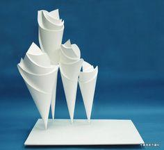 デザイン工芸科 | 参考作品/合格作品 千葉美術予備校 Modern Sculpture, Abstract Sculpture, Sculpture Art, Paper Structure, Middle School Art Projects, Paper Art, Paper Crafts, Sculpture Techniques, Triangle Art