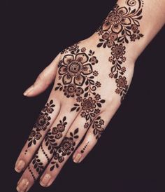 Simple Mehndi Designs 2018 for Hands Henna Hand Designs, Eid Mehndi Designs, Mehndi Designs Finger, Mehndi Designs For Girls, Modern Mehndi Designs, Mehndi Design Pictures, Mehndi Designs For Fingers, Beautiful Mehndi Design, Latest Mehndi Designs