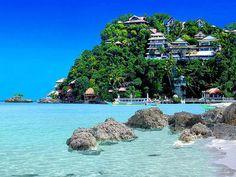Dans le sud-ouest de l'Inde, à Goa, installez votre serviette sur la plage d'Anjuna : pas de doutes, vous êtes au bout du monde....