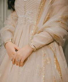 Beautiful Pakistani Dresses, Pakistani Dresses Casual, Pakistani Wedding Outfits, Pakistani Dress Design, Beautiful Dresses, Pakistani Clothing, Wedding Dresses, Dress Indian Style, Indian Dresses