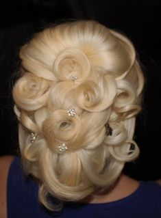 OMG! This is so pretty! With all of it's pincurls!