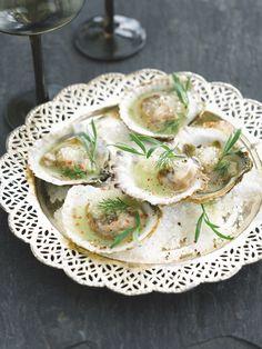 Oesters met appel-dille saus  http://njam.tv/recepten/oesters-met-appel-dille-saus