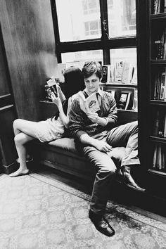 """Entrai nella libreria e aspirai quel profumo di carta e magia che inspiegabilmente a nessuno era ancora venuto in mente di imbottigliare. (Carlos Ruiz Zafón, da """"Il gioco dell'angelo"""")"""