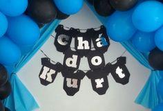 Varal de Bodys com letras prateadas. Não acompanham o varal. Entre em contato conosco através do email: contato@artesanadia.com.br