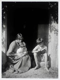 Vanessa Bell with her sons Julian and Quentin at Charleston, their home in Firle, Sussex circa 1917-1918