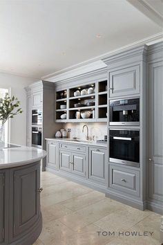 grey kitchen interior The smoked oak finish used in the carefully selected internal storage areas complements the soft grey tones of the painted cabinetry perfectly. This combinat Grey Kitchens, Luxury Kitchens, Home Kitchens, Rustic Kitchens, Living Room Kitchen, Home Decor Kitchen, Interior Design Kitchen, Kitchen Ideas, Classic Kitchen Cabinets