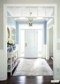 Summer entryway decor with a new wallpaper reveal! We added a gorgeous blue faux grasscloth and the results are amazing!