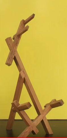 Sabe o que é isso ? É um suporte de ...? Aproveite, entre no link www.marcenariaemcasa.net e confira o programa de nosso curso de marcenaria em casa online. #oficinadecasa #façavocêmesmo #diy #comofazer #marcenaria #suporteparaviolão #youtuber #influenciador Wood Ideas, Link, Furniture, Home Decor, Home Workshop, Gamer Room, Diy, Log Projects, Decoration Home