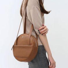Genuine Leather vintage handmade shoulder bag cross body bag handbag in 2019 Leather Bag Pattern, Laptop Rucksack, Round Bag, Winter Mode, Quilted Bag, Leather Shoulder Bag, Shoulder Bags, Cross Body Handbags, Fashion Bags