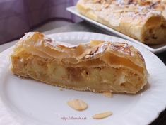 The apple strudel is a delicious puff pastry garnished with caramelized apples and an almond cream; Wrap Recipes, Gourmet Recipes, Cooking Recipes, Apple Strudel Puff Pastry, Pepperidge Farm Puff Pastry, Corn Cakes, Healthy Sandwiches, Dough Recipe, Sour Cream