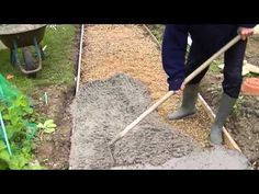 Comment faire une dalle en béton - Coulé une dalle en béton extérieur - YouTube