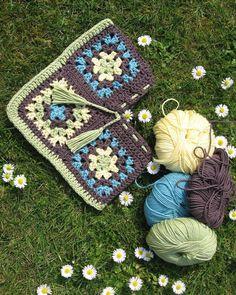 atolye_orgu:: #knitting#knittersofinstagram#flowers#örgü#örgümüseviyorum#örgülü#örgüoyuncak#örgüaşkı#crochet#crochetaddict#tığişi#elişi#handmade#patik#battaniye#yastık#pillow#elyapımı#home#homesweethome#çeyiz#evim#homedecor#severekörüyoruz#örgübattaniye#knittingaddict#pattern#amigurumi#çanta#çeyiz