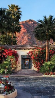Admire the Old World Mediterranean splendor against the backdrop of Camelback Mountain with a stay at the Royal Palm Resort Spa in #Phoenix, Arizona.