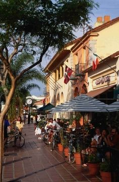 Sidewalk Cafe. Santa Barbara, CALIFORNIA