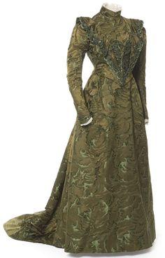 """""""Robe en deux parties, Mme Chantin, Paris, 1888-1890 Satin changeant liseré, application broderie de perles et paillettes sur tulle"""""""