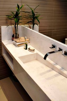 Casa Praia da Baleia - RAWI ARQUITETURA + DESIGN - São Paulo - Escritório de Arquitetura e Designer de Interiores Bathroom Design Luxury, Modern Bathroom Decor, Bathroom Design Small, Bathroom Styling, Lavabo Exterior, Luxury Toilet, Wc Design, Bad Styling, Interior Minimalista