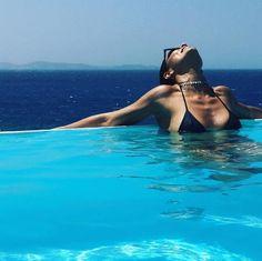 Juliana Paes posta clique ousado da piscina grega em Mykonos Beach Tumblr, Tumblr Girls, Summer Pictures, Beach Pictures, Pool Poses, Pool Photography, Pool Picture, Best Friend Photos, Foto Pose