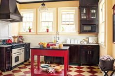 Create the english cottage kitchen of your dreams: