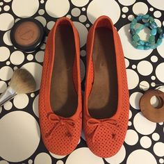 Suede ballet flats TRADESPayPal. Very comfortable, great pop of color for spring/summer. Perforated suede, small bow detail on front. Worn a few times but still in great condition. AEROSOLES Shoes Flats & Loafers