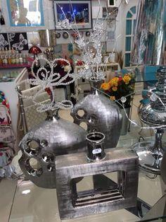 jarrones como elementos decorativos en plata. Más en www.virginia-esber.es