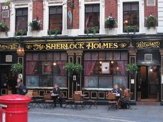 10 best pubs in london for cheap pint of beer! Great to know for my backpacking trip.