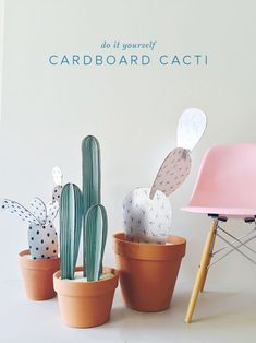 30 DIY Cactus Crafts Not From the Dessert Are you a cacti fanatic? If you are then you would love trying these 30 different DIY cactus crafts that will spark your creativity. Diy Simple, Easy Diy, Fun Diy, Clever Diy, Diy For Kids, Crafts For Kids, Carton Diy, Diy Karton, Crafts To Make
