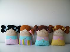 {APOSTILA DE MOLDES}    Então você sempre sonhou em fazer bonecas? Que tal costurar bonequinhas delicadas, fofas e coloridas?  Com os moldes dessa apostila digital você poderá fazer uma boneca naninha fofa e delicada, com um toque de patchwork que a deixará irresistível!    O arquivo está no form...
