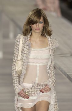 http://www.livingly.com/runway/Chanel/Paris Fashion Week Spring 2004/7U34X1F8INN