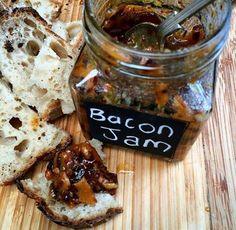 Probeer dit volgende keers saal met jou hamburgers:  Bacon Jam  Ingredients 500 gr bacon – finely diced 4 large onions – finely diced 5...