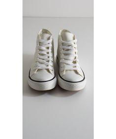 Scarpe in tela da ginnastica alte disponibili in diversi colori e taglie. Disponibili su https://www.melissaagnoletti.it/abbigliamento-donna/scarpe/scarpe-sportive-in-tela-alte-mimi-mua.html