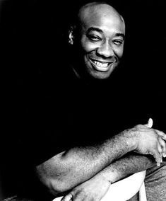 love this photo of Michael Clarke Duncan -- how his shirt disappears into the background, creating the illusion of his  disembodied Cheshire-cat head floating above his crossed paws...