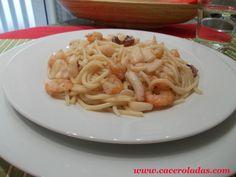 Espaguetis con calamares y gambas
