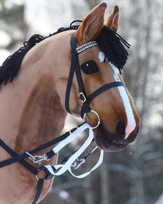 "KWPN stallion GLO One & One ""Osku"" is on sale today at Heppa will … Toy Horse Stable, Horse Stables, Horse Tack, Pretty Horses, Beautiful Horses, Horseshoe Projects, Stick Horses, Diy Accessoires, Horse Pattern"