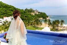 Boda de Alissa y Ernesto- Velo largo  ideal para tu boda en playa. Beach Wedding Hair, Wedding Hairstyles, Wedding Dresses, Hair Styles, Fashion, Bridal Veils, Wedding Hair Styles, Long Veils, Beach Weddings