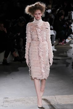 Alexander McQueen Fall 2015 Ready-to-Wear Collection Photos - Vogue