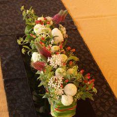 結婚式の会場装花 | 花工房オレンジ Japanese Style, Floral Arrangements, Wedding Flowers, Table Decorations, Bridal, Orange, Japan Style, Japanese Taste, Flower Arrangement