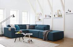 Voorbeeld tav Kleur met lichte muren Mooi, lichte muren, houten vloer en kleur meubel...voor onze situatie met grijs meubel blauw in gordijnen/vloerkleed terug laten komen?