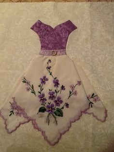 New Baby Dress Embroidery Quilt Blocks Ideas Source by cathytidyman Dresses Fabric Crafts, Sewing Crafts, Sewing Projects, Vintage Embroidery, Embroidery Dress, Embroidery Thread, Embroidery Designs, Eyebrow Embroidery, Vintage Quilts