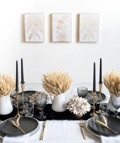 Black and White Tabl